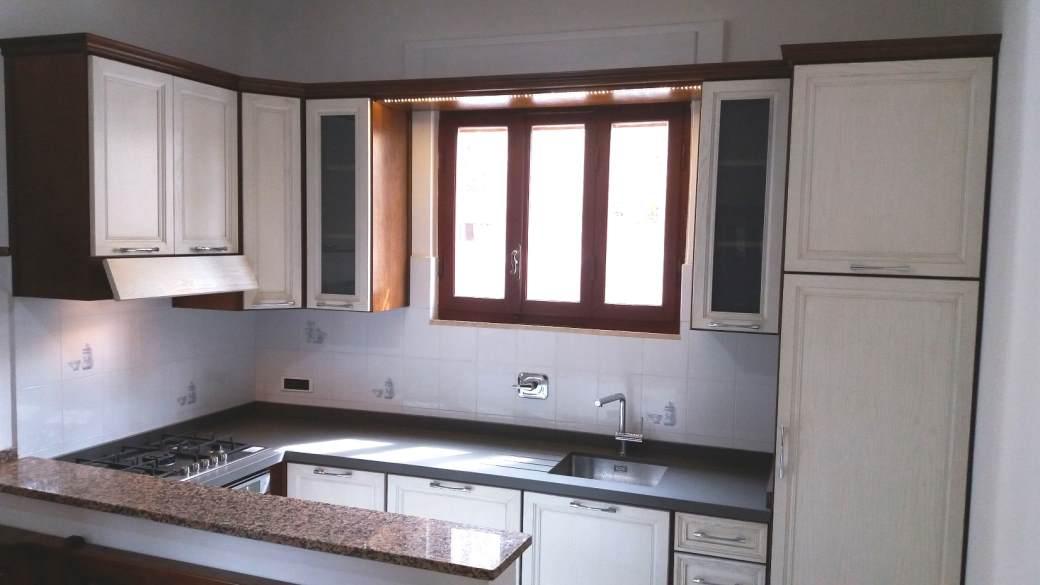 Arredamenti oscar bellotto cucina angolo rovere scuro e for Aurelia arredamenti