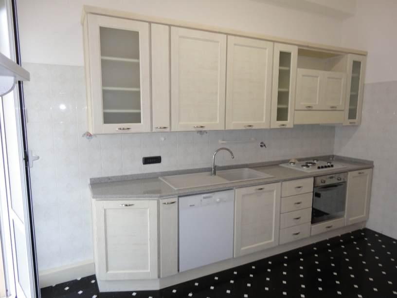 Arredamenti oscar bellotto cucina in larice laccato bianco - Cucina laccato bianco ...
