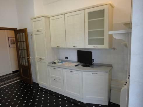 Arredamenti oscar bellotto cucina in larice laccato bianco - Divani e divani sarzana ...