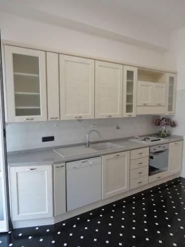 Arredamenti oscar bellotto cucina in larice laccato bianco for Aurelia arredamenti
