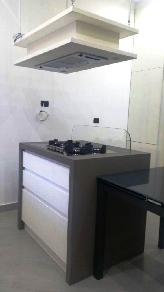 Arredamenti oscar bellotto – Cucina moderna bicolore con isola