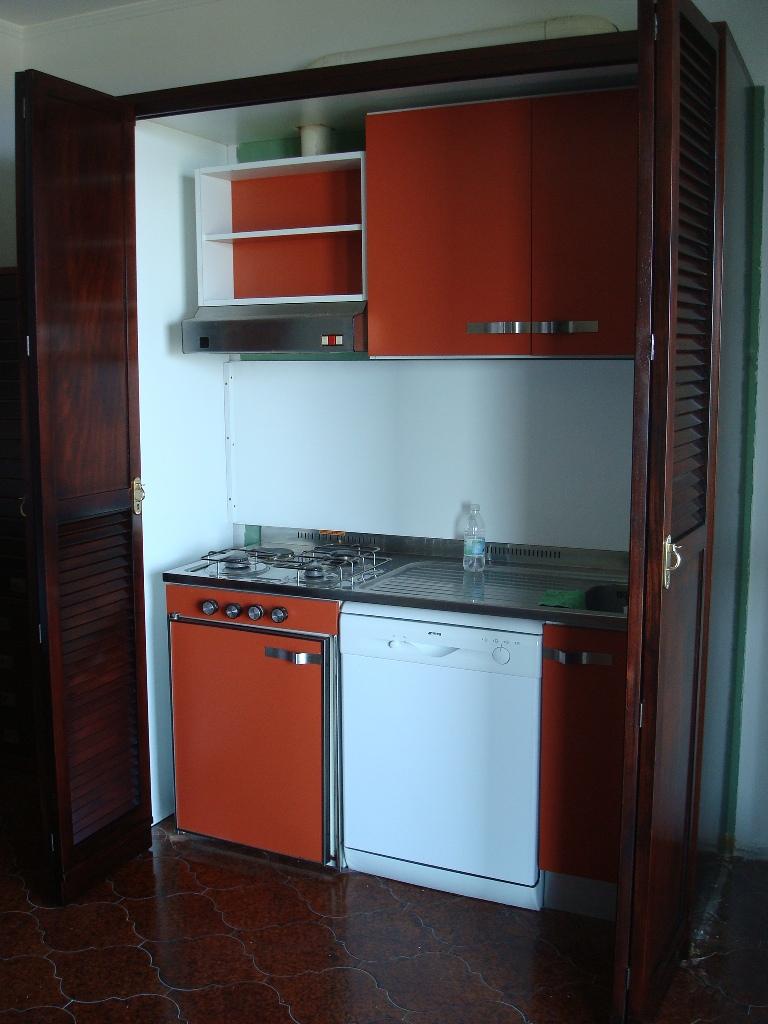 Arredamenti oscar bellotto armadio con cucina interna for Cucina arredi genova